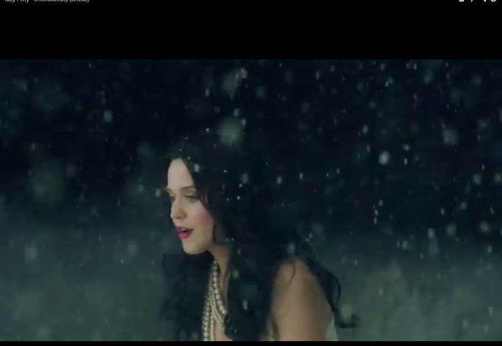 Katy Perry durante el video 'Unconditionally', del álbum Prism, que salió al mercado el mes pasado. (Captura de pantalla de YouTube)