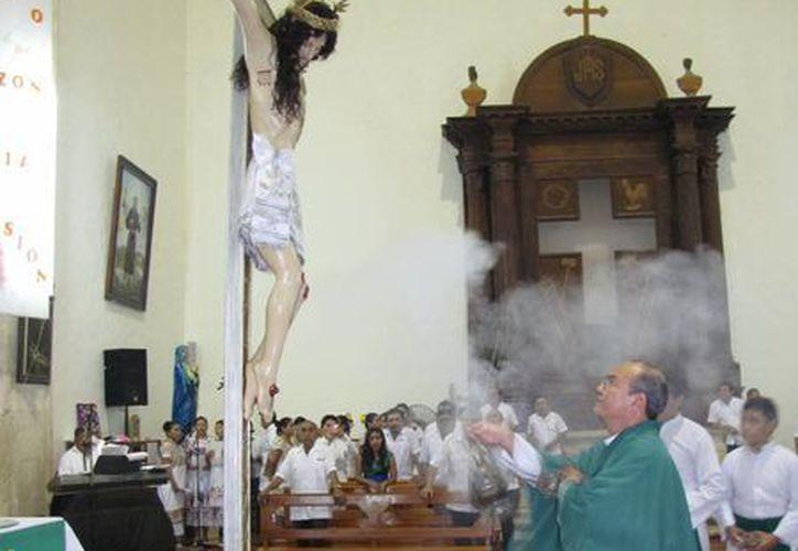 La misa que presidió el párroco Ricardo Ruiz Sacramento. (SIPSE)