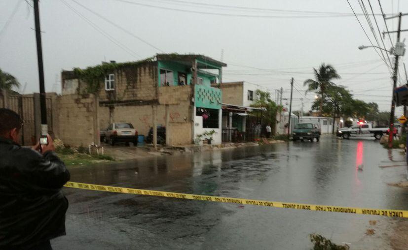 Un hombre perdió la vida ayer luego de recibir tres disparos de arma de fuego, en la Región 220 de Cancún. (Redacción/SIPSE)