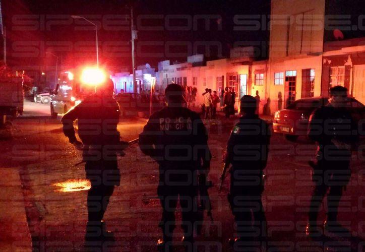 Un hombre falleció dentro de su vivienda luego de ser baleado esta noche en el fraccionamiento Azul Bonampak, en Cancún. (Enrique Castro/SIPSE)