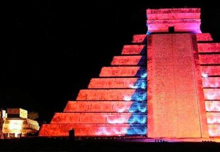 Chichén Itzá es la segunda zona arqueológica más visitada de México, después de Teotihuacan. La imagen es del espectáculo de luz y sonido en la zona maya. (SIPSE)