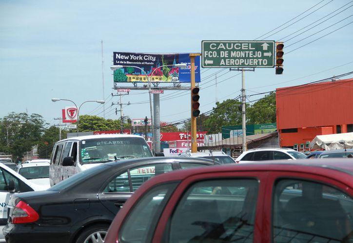 El mega apagón desquició el tráfico en la capital yucateca. (José Acosta/ Milenio Novedades)