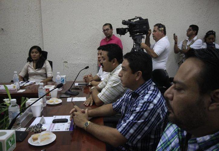 """Representantes de partidos en el Ieqroo piden que se les notifiquen incidencias """"a tiempo"""". (Harold Alcocer/SIPSE)"""