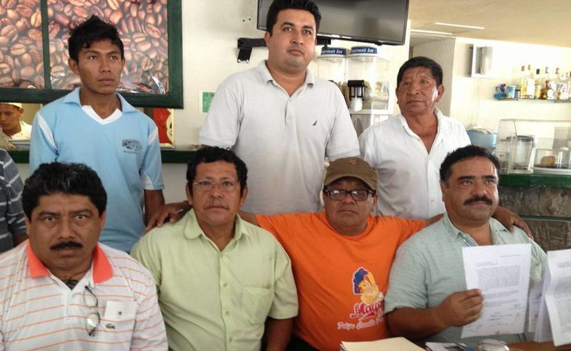 Indígenas piden ser escuchados por las autoridades estatales y federales. (Adrián Barreto/SIPSE)
