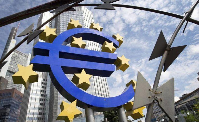 Vista de los alrededores de la sede del Banco Central Europeo (BCE), que este lunes recibió el pago de una parte de la deuda por parte de Grecia. (EFE/Archivo)