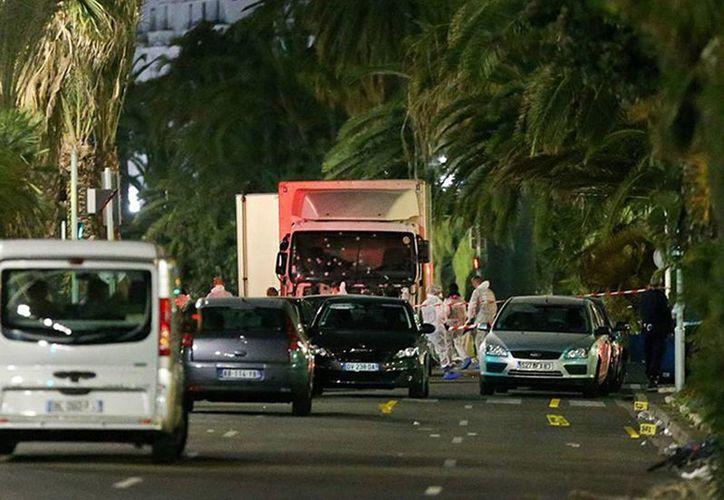 El número de muertos en el atentado de Niza  se elevó a 85, tras el fallecimiento del francés Pierre Hattermann. (excélsior.com.mx)