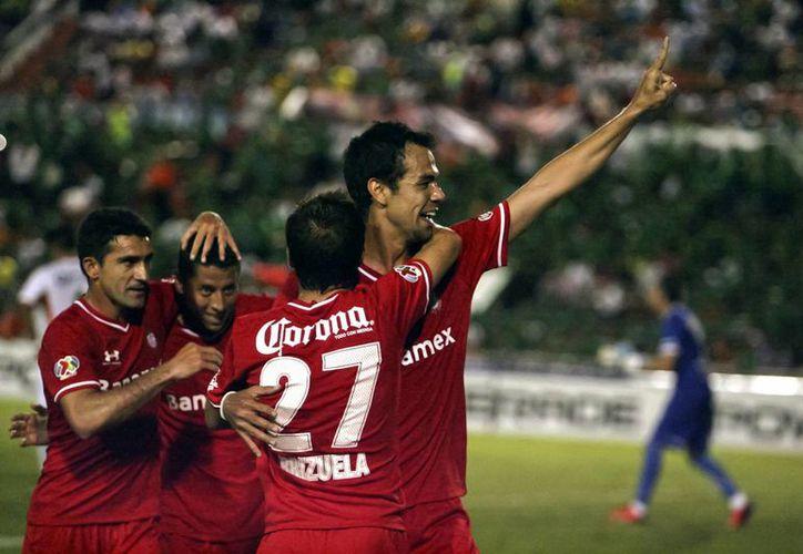 Toluca se cansó de fallar, pero selló su presencia en la liguilla del Apertura 2013 al empatar con Atlas. (Archivo Notimex)