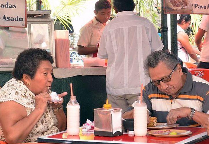 Recomiendan comer en lugares higiénicos para evitar contraer una infección gastrointestinal. (SIPSE)