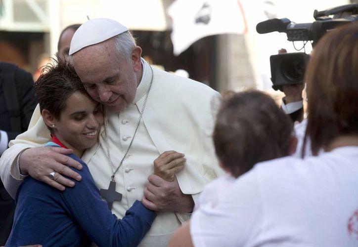 El papa Francisco recibió una muy cálida bienvenida al llegar a la ciudad de Nueva York. (AP)