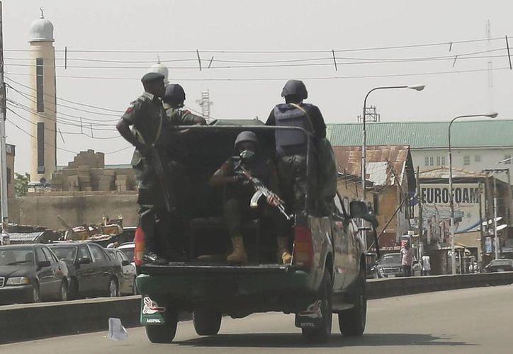 Fuerzas nigerianos patrullan las calles de Kaduna, Nigeria. (Agencias)