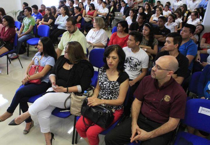 La inauguración contó con la presencia de  alumnos, egresados, docentes, personal administrativo y autoridades educativas. (Sergio Orozco/SIPSE)