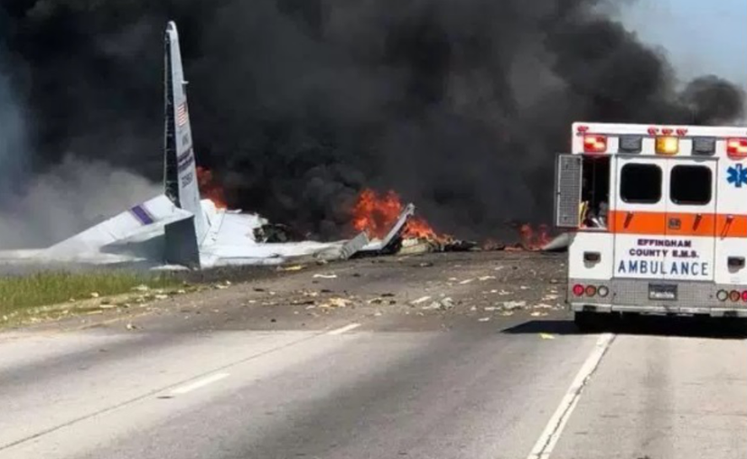 El avión transportaba a cinco personas y dos personas habrían muerto. (Televisa News)
