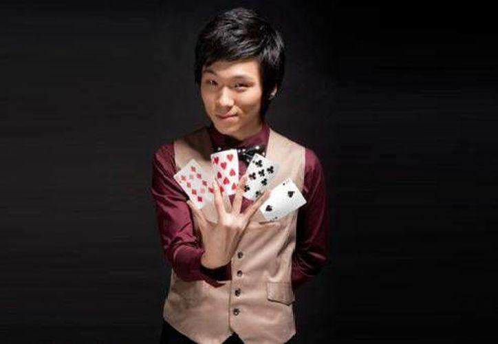 Hyun Joon Kim es considerado uno de los grandes maestros en el arte de los trucos con las manos. (Contexto/Internet)