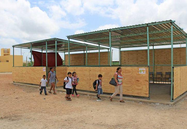Los estudiantes de cinco escuelas nuevas iniciaron el curso escolar en aulas móviles. (Jesús Tijerina/SIPSE)