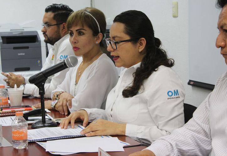 Funcionarios de la Oficialía Mayor adjudicaron las cuatro partidas de la licitación por 100 millones 237 mil 266 pesos. (Joel Zamora/SIPSE)