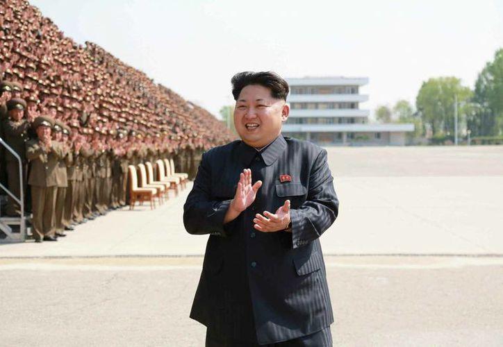"""Corea del Norte aseguró que entrará """"en modo preventivo para hacer retroceder hasta el último hombre de las fuerzas enemigas si hay un leve signo de sus operaciones especiales. Imagen de archivo del líder norcoreano Kim Jong-un. (Archivo/EFE)"""
