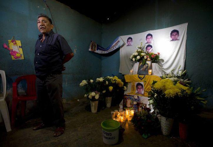 Ezequiel Mora, padre de Alexander Mora Venancio, uno de los 43 normalistas desaparecidos y cuyo cuerpo ya ha sido identificado positivamente entre los restos calcinados encontrados en Cocula. (Agencias)