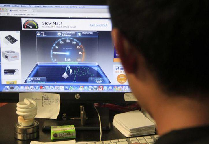 Alrededor de la mitad de la población en Quintana Roo cuenta con acceso a internet en sus hogares. (Harold Alcocer/SIPSE)