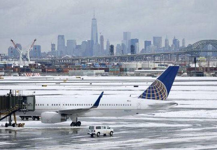 Sandoval había perdido dos vuelos a Guatemala y en los dos casos fue sacado por la policía de la zona segura de la terminal. (nj.com)