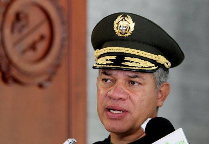 """El director de la Policía Nacional, el general José Roberto León Riaño (imagen), explicó que """"Pesebre"""" cuenta con """"una trayectoria criminal de más de 15 años"""". (EFE)"""