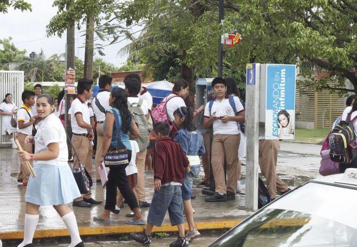Exhortan a la SEQ a vigilar que no se cobren cuotasn en escuelas. (Harold Alcocer/SIPSE)
