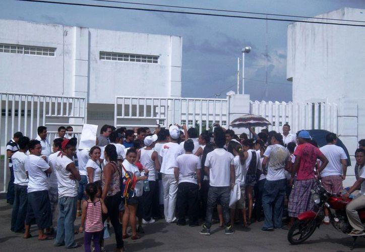 Cuando el hecho tuvo lugar en 2013, familiares y conocidos del joven, se manifestaron en las oficinas de la Secretaría de Seguridad Pública. (Redacción/SIPSE)