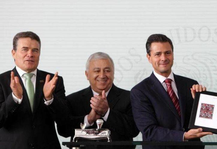 El presidente Enrique Peña Nieto canceló el timbre del Día del Maestro en la residencia oficial de Los Pinos. (presidencia.gob.mx)