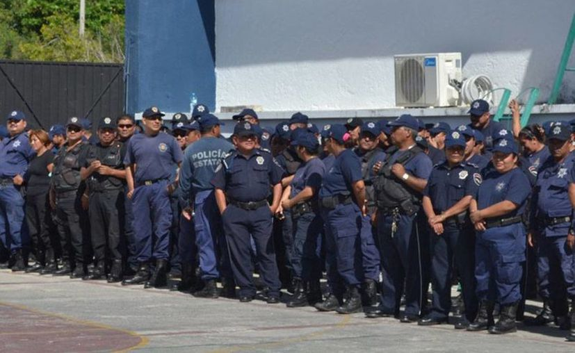 Los agentes policiales se ven limitados en sus funciones al tener sobrepeso y obesidad. (Juan Palma/SIPSE)