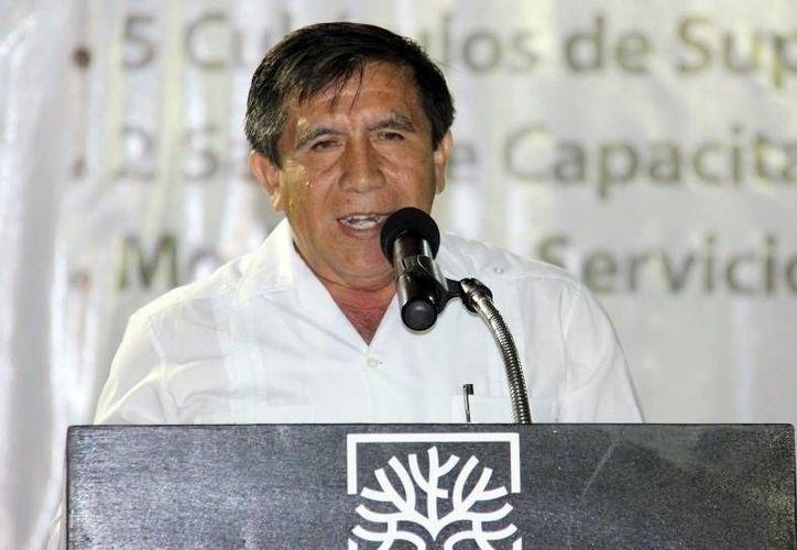 """Acusan a  Edmundo Alzina Campos de dar un """"pitazo"""" al alcalde de Peto, Higinio Chan Acosta (foto). (Milenio Novedades)"""