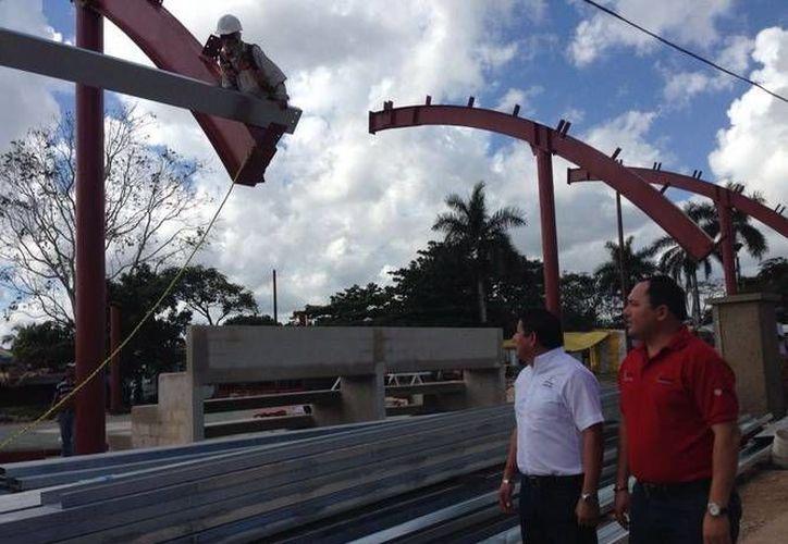 El Presidente de la Cojudeq realizó un recorrido en la construcción de la obra. (Redacción/SIPSE)