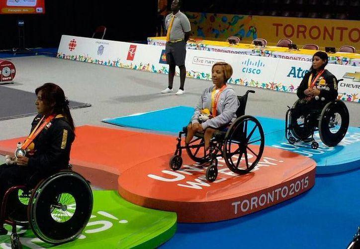 La delegación mexicana consiguió tres medallas en levantamiento de pesas. En la foto,  Laura Cerero y Mayra Hernández en el podio de las medallas.(Conade)