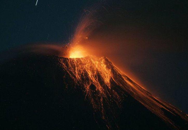 Erupción del volcán Tungurahua, el 21 de agosto de 2012. (www.infobae.com)