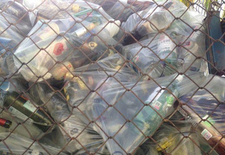 Los residuos son compactados diariamente para enviarlos a una empresa de reciclaje. (Israel Leal/SIPSE)