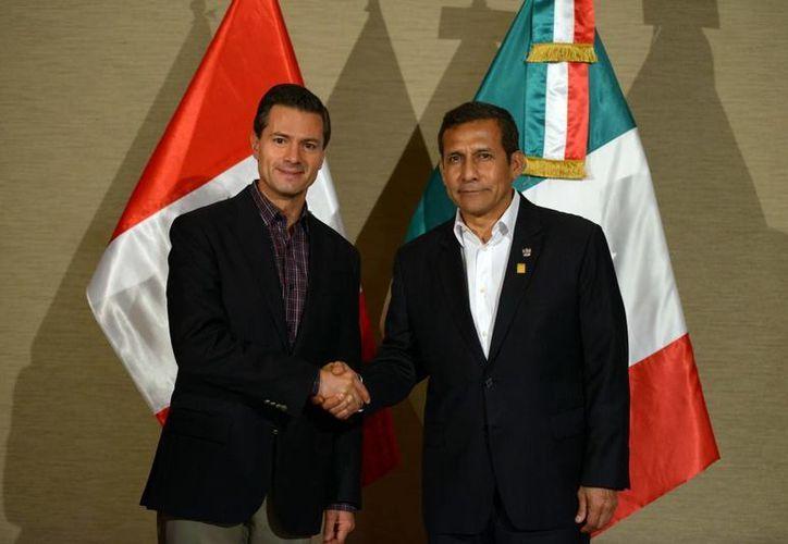 Peña Nieto y Ollanta Humala se congratularon por el Acuerdo de Asociación Estratégica entre México y Perú, vigente desde 2014. (Presidencia)
