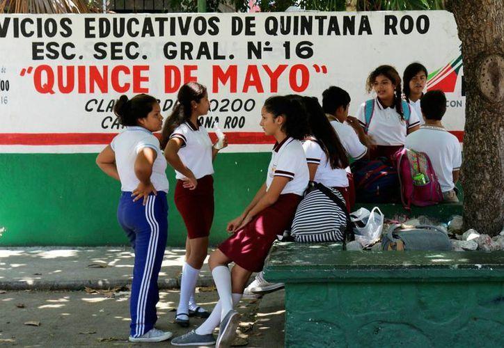 "La infraestructura de la secundaria general ""Quince de Mayo"" será rehabilitada. (Jesús Tijerina/SIPSE)"