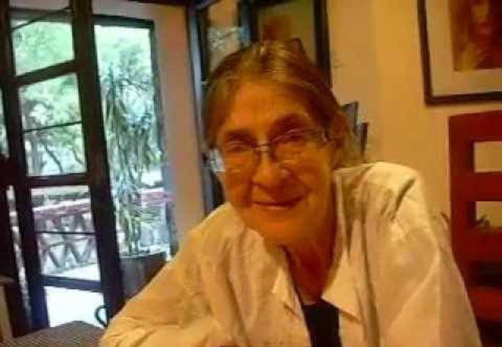 """En las últimas horas de su vida, Adela pidió como última voluntad """"sigan trabajando, sigan difundiendo a mi padre, difundan mi obra"""". (youtube.com)"""
