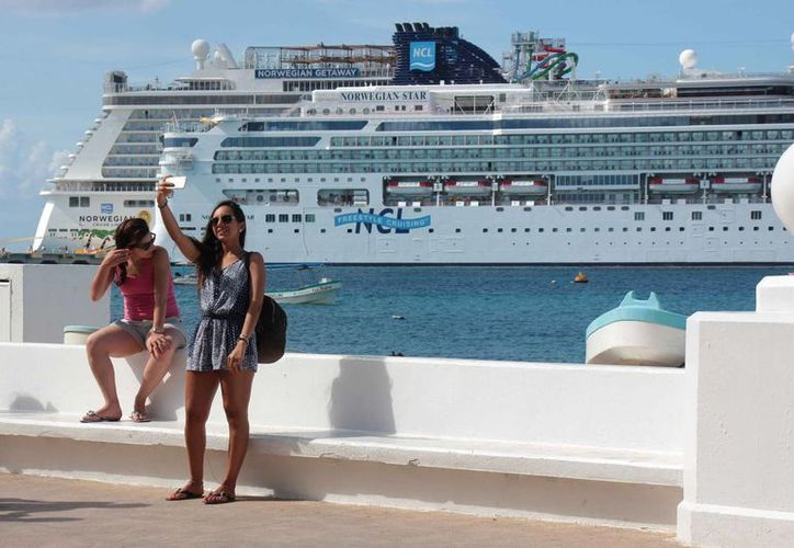 "En la terminal internacional de cruceros ""Punta Langosta"" atracaron dos navíos con seis mil 300 turistas. (Gustavo Villegas/SIPSE)"