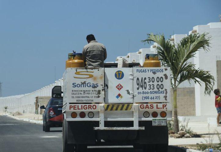 La CRE establece cada 15 días la tarifa promedio para los permisionarios del gas. (José Acosta/Milenio Novedades)
