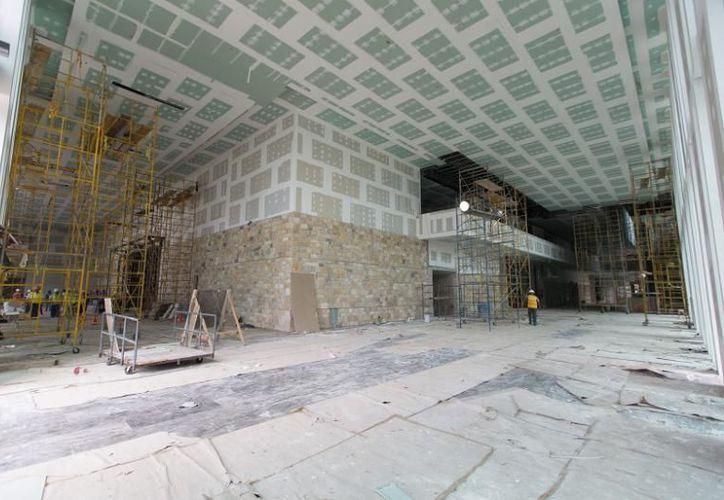 Imagen de la construcción del Centro Internacional de Congresos, el cual abrirá sus puertas en 2018. (SIPSE)