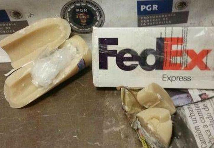 Los 190 gramos de metanfetamina estaban ocultos al interior de una vela decorativa. (Milenio)