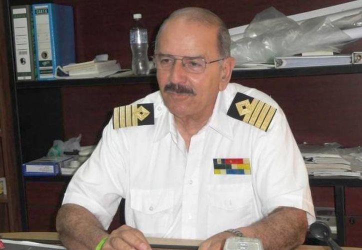 El capitán de puerto de Yucalpetén, Carlos Carrillo, confirmó el incidente del bloqueo del canal marítimo, lo que complicó la atención de varias llamadas de auxilio. (Óscar Pérez/SIPSE)