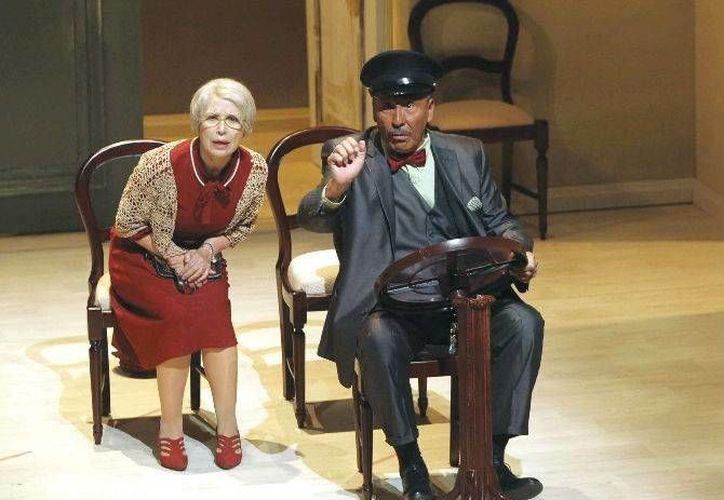 A pesar de las diferencias entre ambos personajes, el chofer y la señorita Daysi, entablaran un fuerte vínculo. (garuyo.com)