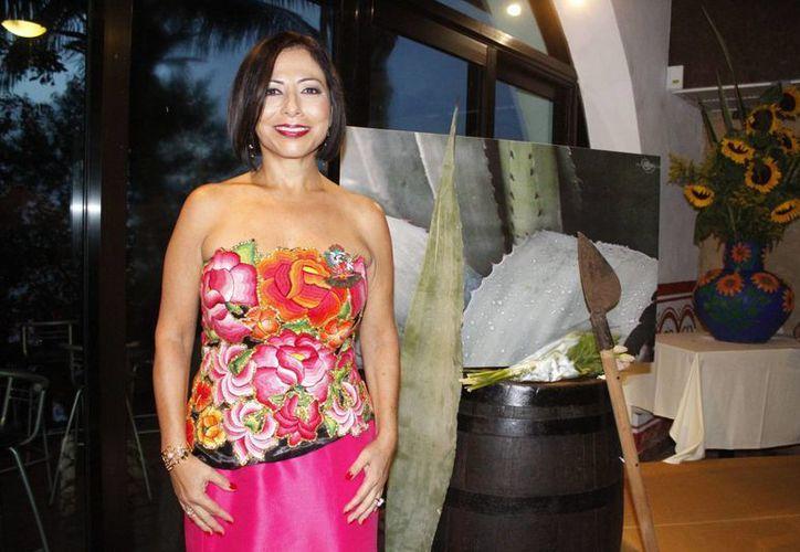 La elegida como embajadora es la primer mujer mexicana certificada Master Mezcalier. (Sergio Orozco/SIPSE)
