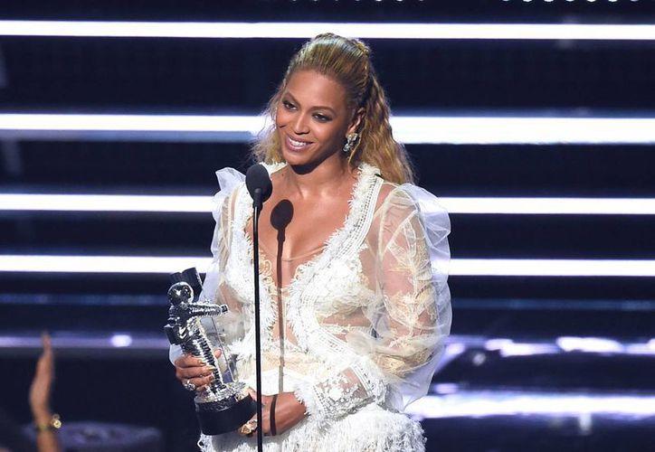 La cantante estuvo nominada en once categorías diferentes de la premiación, al final obtuvo cinco galardones y presentó un gran espectáculo sobre el escenario.(Charles Sykes/AP)