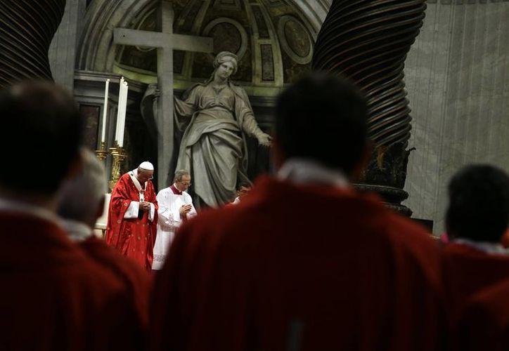 El papa Francisco enfatizó la particular atención a los pobres y marginados que el beato Romero ejerció en su ministerio. (AP)