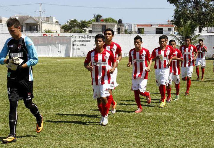 Pioneros Juniors se ubica en el tercer peldaño. Ha ganado cinco enfrentamientos, y con su accionar demuestra que tiene calidad para dar batalla. (Francisco Gálvez/SIPSE)