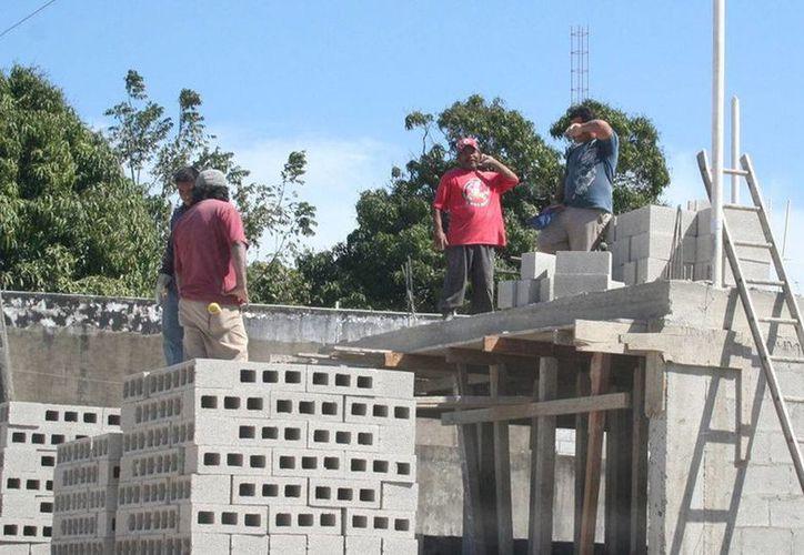 muchos de los trabajadores de la construcción son inmigrantes de Tabasco, Chiapas y Oaxaca, entre otros Estados. (Redacción/SIPSE)