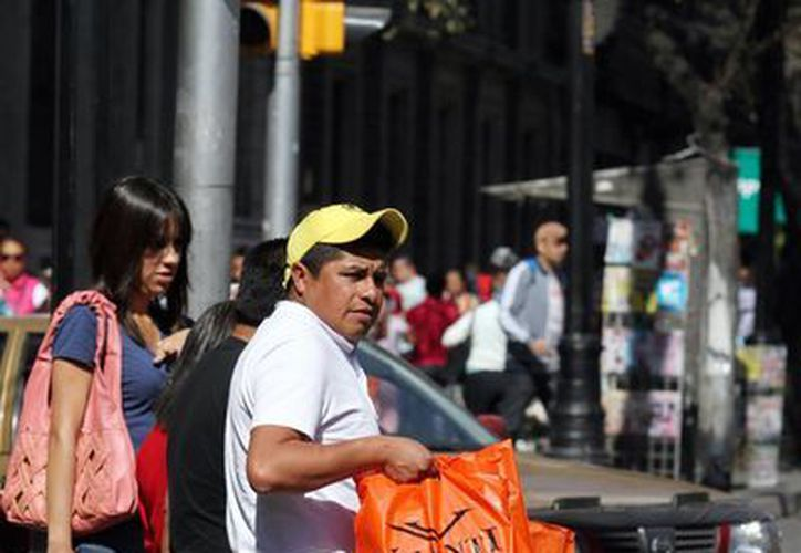 El incremento de precios que trajo consigo la reforma hacendaria modificó la forma de comprar de los mexicanos. (Archivo/Notimex)