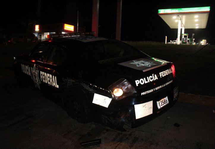 Un conductor en aparente estado de ebriedad chocó contra una patrulla de la  policía Federal. (Foto: Redacción/SIPSE)