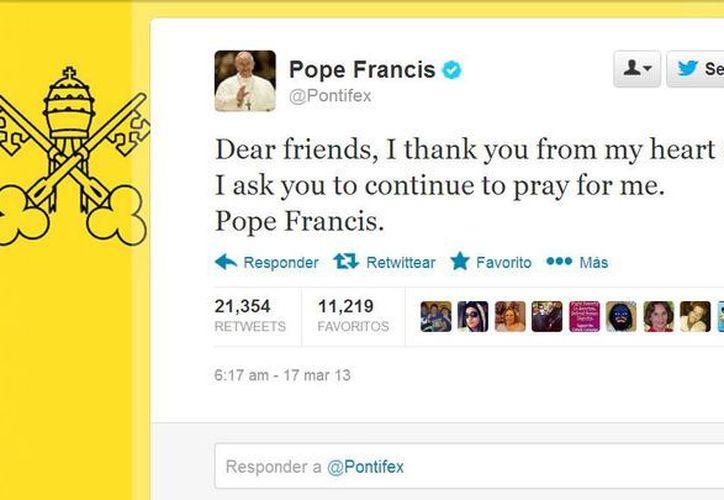 El Santo Padre pide a los feligreses que continúen rezando por el. (Twitter.com/@Pontifex)